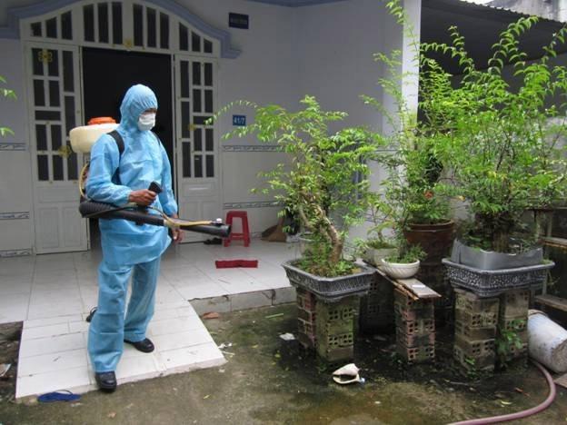 Phun thuốc muỗi tại nhà ở Lào Cai