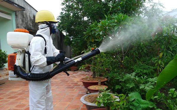 Phun thuốc muỗi tại nhà ở Bắc Ninh